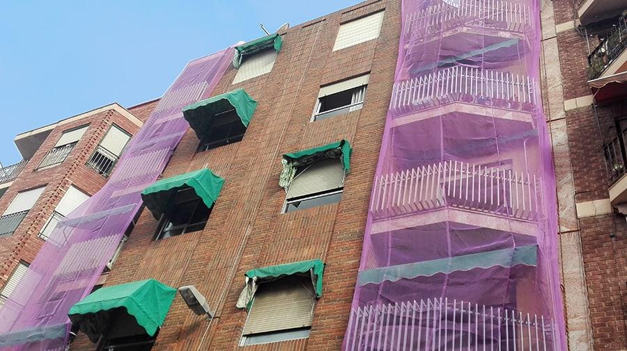 Malla protección rehabilitación fachada