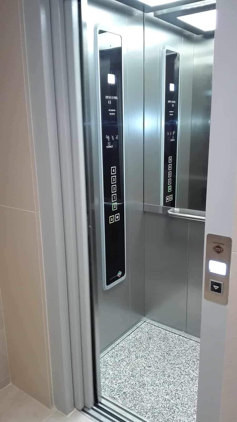 Instalación elevador en edificio antiguo