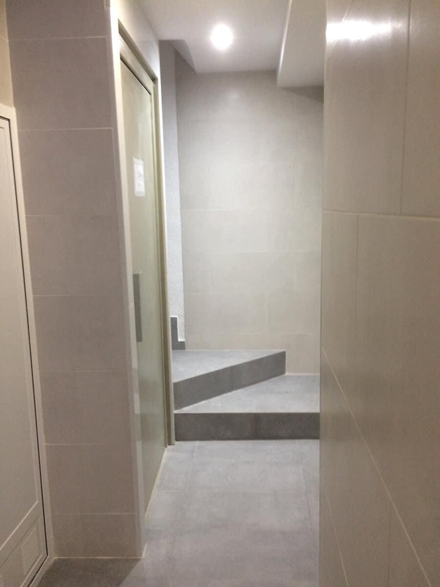 Modernización vestíbulo y ascensor