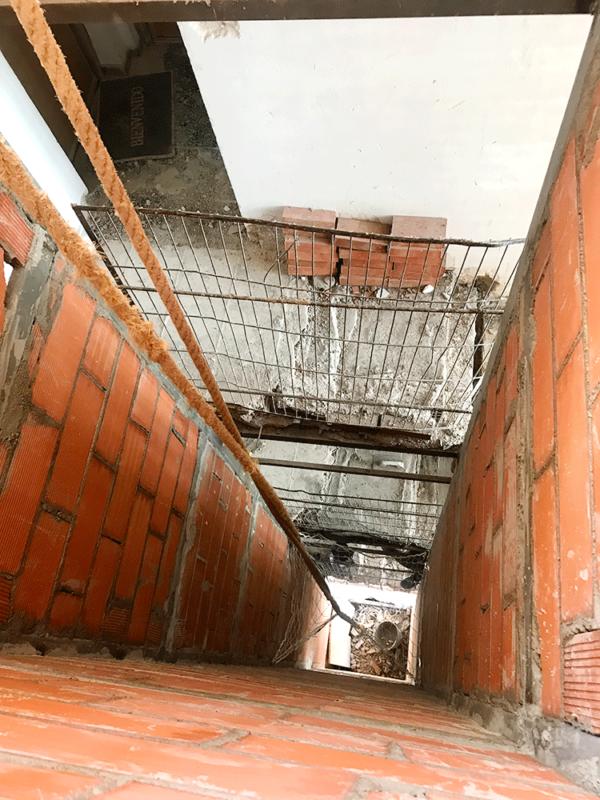 Instalación de ascensor en edificio El Cairo