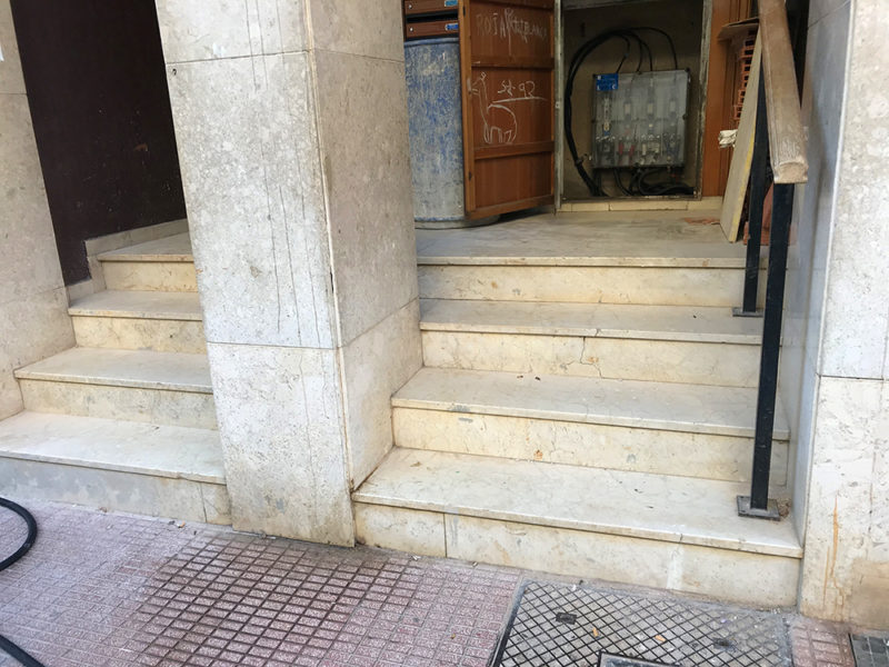 Instalación de ascensor y reforma de zaguán en Denia