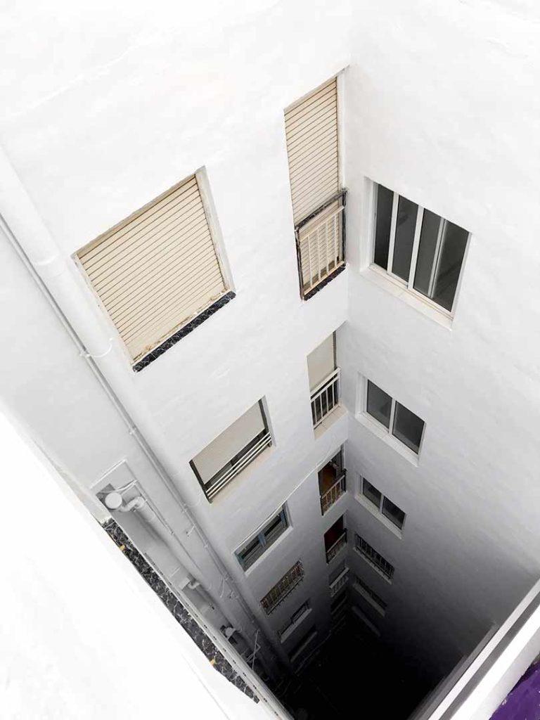 Patios y medianeras edificio en Elche