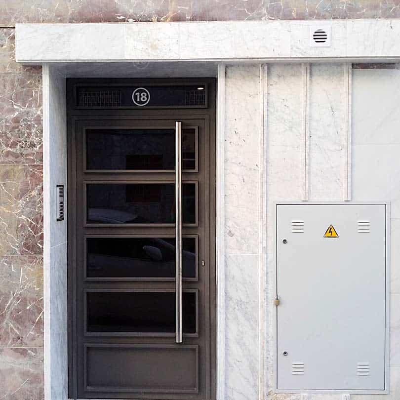 Instalación de ascensor y reforma de zaguán