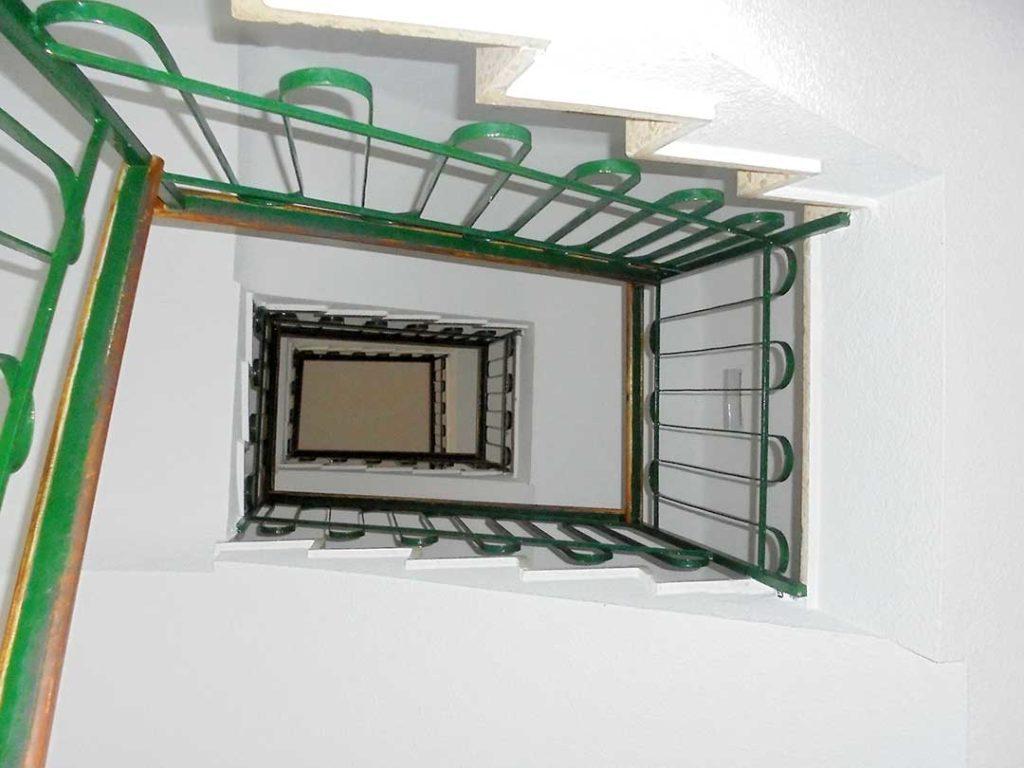Ascensor en edificio de Albacete