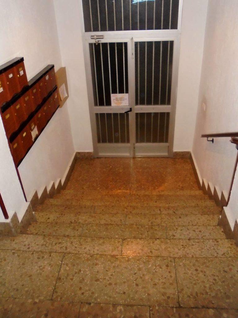 Instalación de ascensor en edificio en Albacete
