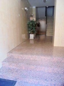 Instalación de ascensor en edificio de Albacete