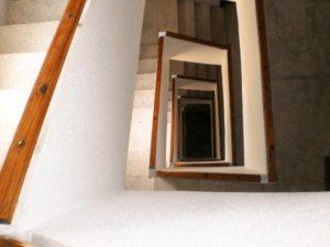 Instalación de ascensor en edificio de Villajoyosa