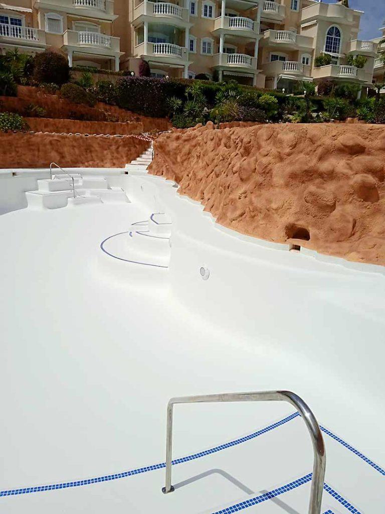 Rehabilitación de piscina en Pórtico del Mar en Torrelamata